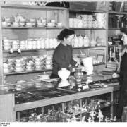 Bundesarchiv_Bild_Blick_ins_Landkaufhaus